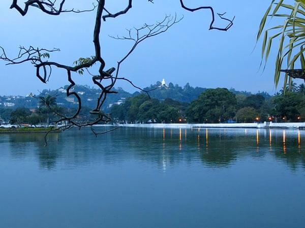 Kandy Lake Round